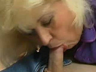 Похотливый Зрелый Цыпленок Лечит Сонный Парень, Как Ее Сексуальная Игрушка Для Траха