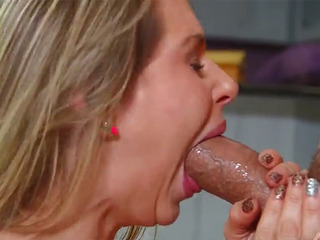 Rachel Roxxx Loves To Suck Dick
