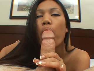 Lucy Thai gives a nice blowjob